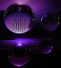 Purple Crystal Balls (Andy von der Wurm) Tags: reflections purple indoor illuminated photoart crystalball violett glaskugeln reflektionen spiegelungen beleuchtet erleuchtet fotokunst lochblech mirrorring hobbyphotograph angestrahlt kristallkugeln andreasfucke andyvonderwurm