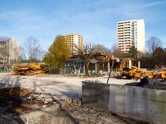 Demolition Post at Hanns-Seidel-Platz (Wolkenkratzer) Tags: munich mnchen postbank post bank demolition twintowers neuperlach highrisebuilding neuperlachzentrum fritzerlerstrase hannsseidelplatz