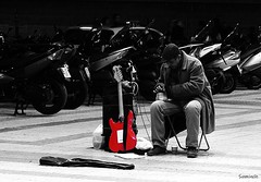 Tips (_Suminch_) Tags: red bw guitar guitarra working tips suminch fz200