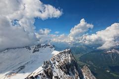 Zugspitze (Wolfgang Staudt) Tags: schnee berg bayern deutschland tirol alpen gletscher tourismus gebirge seilbahn zugspitze oesterreich staatsgrenze plattform attraktion zugspitzbahn berggipfel wettersteingebirge ostalpen zugspitzmassiv gebirgig