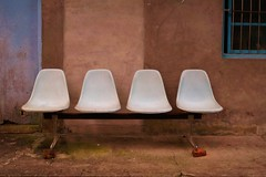 Pingxi - maison 1 (luco*) Tags: house wall chairs taiwan line maison mur fentre chaises pingxi vindow tawan flickraward flickraward5