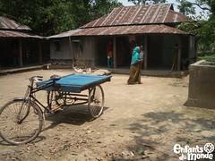 Bangladesh (Enfants du Monde) Tags: asia asien transport asie rickshaw emergency verkehr edm bangladesh urgence rikscha verkehrsmittel transportmittel enfantsdumonde meanoftransport bangladesch moyendetransport