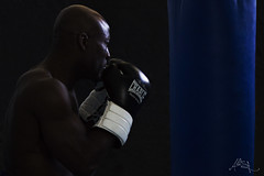 Boxer (Ali-SR) Tags: man color body boxer boxing lowkey fondonegro