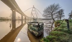 Moderne Campagne ... (f.ray35) Tags: sunset sun sunlight water river soleil boat bretagne du pont redon viaduc levé herbes carlet vilaine bordure
