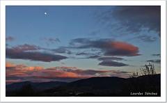 El atardecer de hoy desde mi ventana (Lourdes S.C.) Tags: espaa contraluz atardecer andaluca paisaje luna cielo nubes anochecer jan