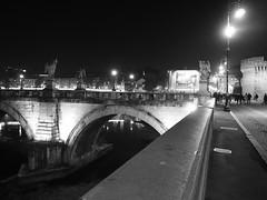 Roma_Notturno_216_1718 (Dubliner_900) Tags: bw rome roma monochrome reflections nightshot streetphotography olympus riflessi biancoenero lazio notturno micro43 handshold mzuikodigital17mm118 omdem5markii