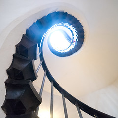 Spine (zeh.hah.es.) Tags: light stairs germany spiral deutschland licht treppe staircase helix banister spirale rheinlandpfalz gelnder rheinstein mittelrhein burgrheinstein