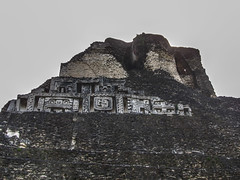 "Xunantunich: la face ouest du Castillo <a style=""margin-left:10px; font-size:0.8em;"" href=""http://www.flickr.com/photos/127723101@N04/26133842031/"" target=""_blank"">@flickr</a>"