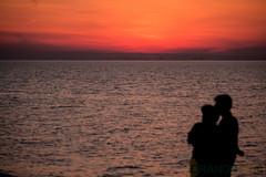 couple (1 of 1) (tamimabulhassan) Tags: sunset moon beach couple shoreline deathstar