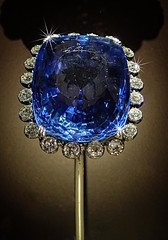 423 carat Logan Sapphire from Sri Lanka framed by 20 diamonds enhanced with Topaz Star Effects (mharrsch) Tags: blue washingtondc smithsonian jewelry diamond srilanka logan museumofnaturalhistory gem sapphire gemstone mharrsch