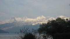 Eiger - Mönch - Jungfraujoch - Jungfrau der Berner Alpen - Alps über dem Thunersee im Berner Oberland im Kanton Bern der Schweiz (chrchr_75) Tags: hurni070530 christoph hurni schweiz suisse switzerland svizzera suissa swiss kantonbern berner oberland berneroberland chrchr chrchr75 chrigu chriguhurni chriguhurnibluemailch mai 2007 kanton bern thunersee alpensee see lake lac sø järvi lago 湖 albumthunersee mönch kantonwallis kantonvalais berg mountain montagne alpen alps albumjungfrau jungfrau viertausender montagna albumdreigestirneigermönchjungfrau dreigestirn eiger