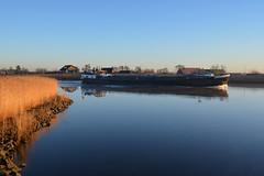 Scheepvaart Hollandsche IJssel (moondancer204) Tags: water river ship landschap rivier scheepvaart monico binnenvaart zonsopkomst nieuwerkerkaandenijssel hollandscheijssel sereniteit