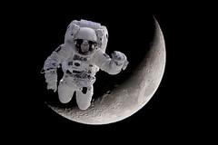 Spaceman (thomas druyen) Tags: moon mond nikon surreal astronaut spaceman universe weltall pp kreativ stativ universum bildbearbeitung d80 schwarzerhintergrund mondkrater raumanzug tele70300