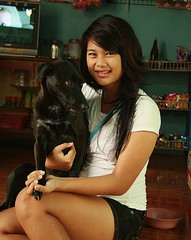 pretty young woman with dog (the foreign photographer - ฝรั่งถ่) Tags: woman dog college portraits canon thailand store kiss uniform pretty bangkok young convenience khlong bangkhen thanon 400d