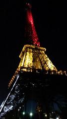 Paris: la tour Eiffel aux couleurs de la Belgique aprs les attentats du 22 mars  Bruxelles (louis.labbez) Tags: brussels paris tower monument tour belgique lumire bruxelles eiffel souvenir nuit terrorisme attentat terroriste solidarit meurtre labbez prayforbruxelles