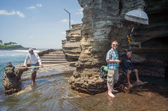 cool tourist.. (kuuan) Tags: ltm sea portrait bali temple police tourist mf manualfocus 15mm voigtlnder tanahlot heliar superwideheliar aspherical gianyar m39 f4515mm