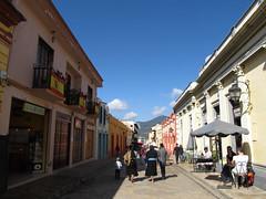 "San Cristóbal de las Casas: la rue Real de Gadalupe <a style=""margin-left:10px; font-size:0.8em;"" href=""http://www.flickr.com/photos/127723101@N04/25616328411/"" target=""_blank"">@flickr</a>"