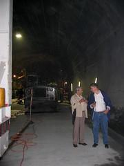 Grossäti in der Baustelle des NEAT - Tunnel - Neattunnel bei Blausee im Kandertal im Berner Oberland im Kanton Bern der Schweiz (chrchr_75) Tags: hurni040612 hurni christoph schweiz suisse switzerland swiss svizzera chrchr chrchr75 chriguhurni chrigu neat tunnel chunnel juni 2004 albumgrossäti albumfamilie grossäti suissa chriguhurnibluemailch familie