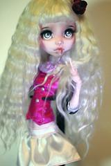 Flur (Emerald_Fairy) Tags: monster high doll ooak repaint dollphotography draculaura