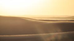 Coucher de Soleil desertique (Sb's Place) Tags: nature dubai desert minimal espana ciel flare asie es nophotoshop coucherdesoleil tonschauds sbmar wwwflickrcomsebmar 500pxcomsebmar