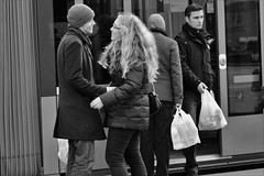 farewell (heiko.moser) Tags: street city people bw woman streetart man blancoynegro canon person mono blackwhite women leute noiretblanc outdoor candid strasse young younglove streetportrait nb menschen blond farewell laugh sw monochrom publicity schwarzweiss lachen nero youngwoman personen streetfoto einfarbig schwarzweis eyecatch entdecken streetfotografie heikomoser