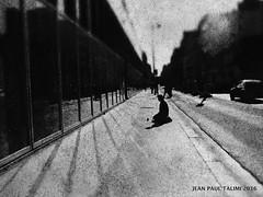 L'attente (JEAN PAUL TALIMI) Tags: paris france texture solitude noir noiretblanc rue sdf ville clochard parisfrance silouettes personnages talimi