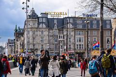 Street view - Amsterdam (Maria Eklind) Tags: street city holland netherlands amsterdam europe streetphoto nl centralstation streetview noordholland centraal cityview nederlnderna