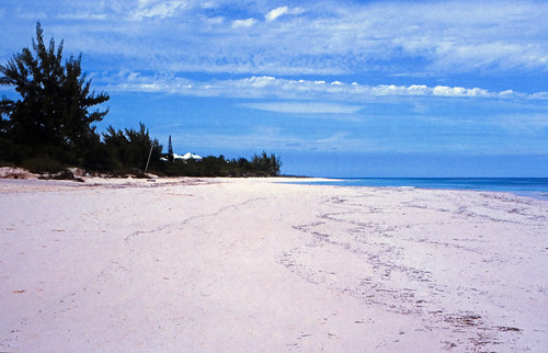 """Bahamas 1989 (343) Eleuthera: Harbour Island • <a style=""""font-size:0.8em;"""" href=""""http://www.flickr.com/photos/69570948@N04/24211710172/"""" target=""""_blank"""">View on Flickr</a>"""