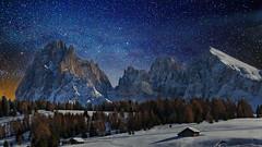 Langkofel (Sasso Lungo)- Dolomiten (Bernhard Sitzwohl) Tags: italien winter mountain mountains alps berg night stars star south berge alm alpen starry tyrol trentino dolomites sdtirol dolomiten langkofel seiser alpedisiusi sassolungo