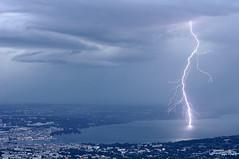 Coup de foudre sur le lac de Genve (suarez.christophe) Tags: storm geneva lac lightning lman genve stormchasing clair foudre clairs