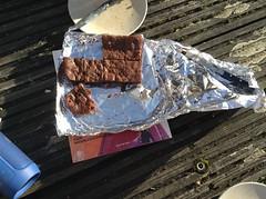IMG_2565 (io.papadatou) Tags: outside yummy bright chill brownies aluminium