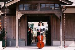 Cello Ken (Sundance = ) Tags: portrait film female zeiss nikon iso400 f14 85mm fujifilm fm2  xtra fujicolor cellist   sundancelee   sundanncestudio celloken