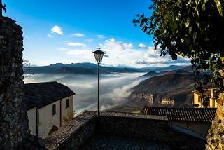 veduta dal castello di azzurrina