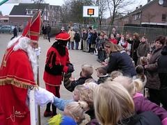 OBS Glanerbrug Noord - Sinterklaas 2003 (glanerbrug.info) Tags: 2003 holland netherlands sinterklaas nederland paysbas sintnicolaas twente overijssel niederlande glanerbrugobsglanerbrugnoord