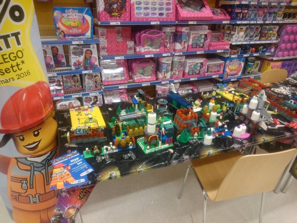 LEGO Days Toys R Us Lagunen March 11 12th 2016  LEGO days Toys R Us. Toys R Us Lagunen