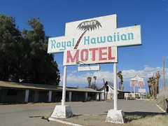 Arne's Royal Hawaiian Motel, 26 of 27 (TedParsnips) Tags: california baker urbandecay motel deserted royalhawaiian batesmotel bakercalifornia arnesroyalhawaiian