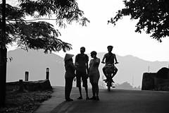 ask for direction (suesuekhoo) Tags: street people bw sunlight photography flickr photographer vietnam da nang photooftheday nikon5200 flickrunitedaward suesuekhoo