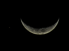 Una estrella acompaando a la luna (josefelix17) Tags: sky moon stars luna estrellas nightsky constellations constelaciones astrometrydotnet:status=failed astrometrydotnet:id=nova1519363