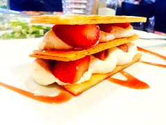 Est ce bien raisonnable ?  (fourmi_7) Tags: dessert gourmandise crme douceur fraises croustillant millefeuilles sucr
