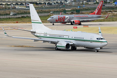 Boeing 737 NG P4-ASL (j.borras) Tags: barcelona airplane ramp taxi bcn operations runway tow spotting departing rwy25l lebl