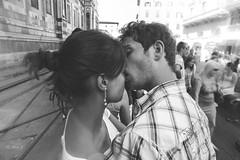 Close to the Love (Photo Alan) Tags: people blackandwhite italy canon outside blackwhite italian kiss close outdoor lovers canon1740mmf4 canon5dmarkii