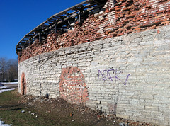 Crumbling Round Wall (tarmo888) Tags: europe tallinn estonia lg smartphone android tallin eesti estland tallinna harjumaa photoimage sooc  geosetter geotaggedphoto foto  nexus5 year2016