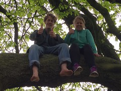 Jack and Laura up a tree (Matt From London) Tags: laura tree barefoot thumbsup horsechestnut stokenewington treeclimbing jackcooke