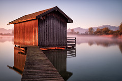 Chiemsee sunrise, Bavaria (Sunny Herzinger) Tags: mountains alps sunrise germany de bayern europa cottage lee fujifilm chiemsee kampenwand herkunft chiemgau rimsting dedeutschland bigstopper fujixpro2 fujinonxf23mmf14r