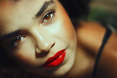 Tamara (TheJennire) Tags: camera light red portrait people luz girl face look canon cores photography 50mm photo model eyes olhar colours foto close photoshoot young makeup olhos colores teen ojos indie redlipstick fotografia mirada camara tumblr