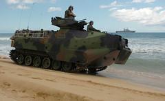 Coleccin (Asangreyfuego) Tags: people training hawaii landing marines landingcraft aav peleliu lcac aircushion lha5 pacificmissilerange
