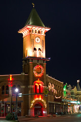 Grapevine Clock Tower (Alex Butterfield) Tags: christmascapitaloftexas grapevinetx grapevine christmas night christmaslights clocktower