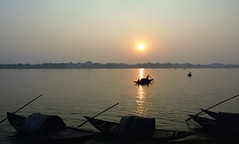 In the spotlight of Sun... (draskd) Tags: sunset sun boats fishing nikon rivers ganges d7100 1685vr riversofindia draskd
