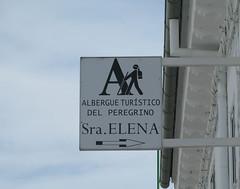 Schild der Albergue Seora Elena in Carcaboso (pilgerbilder) Tags: pilgern pilgerfahrt pilgertagebuch vadellaplata grimaldocarcaboso