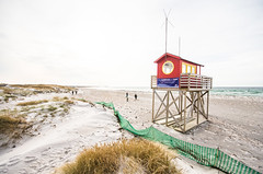 highkeyd beach (Mange J) Tags: ocean sea sky people house building beach water se sand pentax sweden overexposed highkey sverige overexposure antenna watchtower resund sigma1020 skneln pentaxart fotosondag magnusjakobsson k5ii fs160207